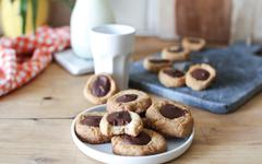 Biscuits nids (Thumbprint cookies) au chocolat